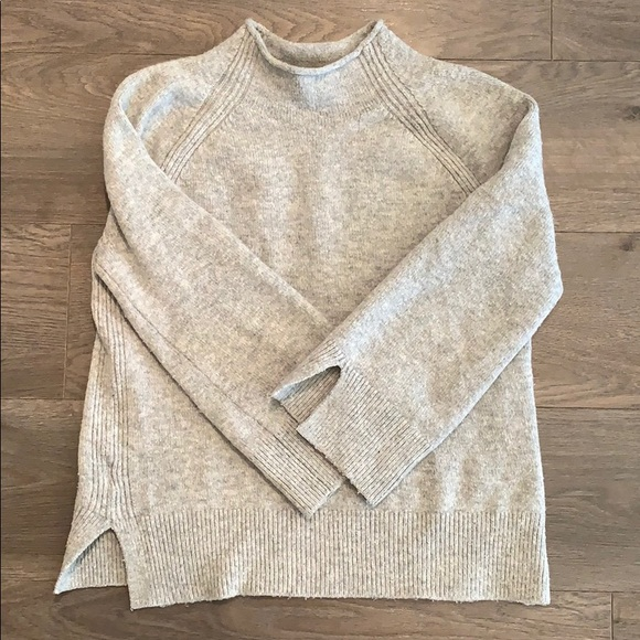 Super cute and comfy gray sweater